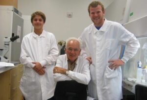 Peter Duesberg with Lab Assistants 300x205 - Peter Duesberg with Lab Assistants