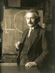 c69e4ffa5541919b0b42429593982ba4 228x300 - Einstein